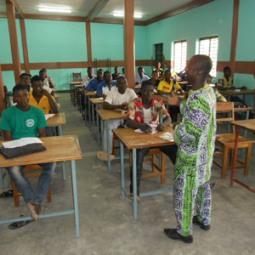 aula con alumnos (3)